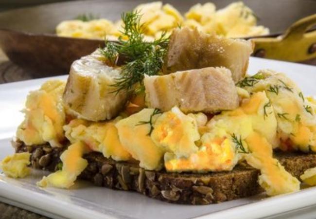 Multi Grain Bread with Scrambled Eggs